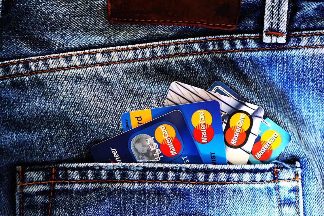 Korzystanie z kart kredytowych
